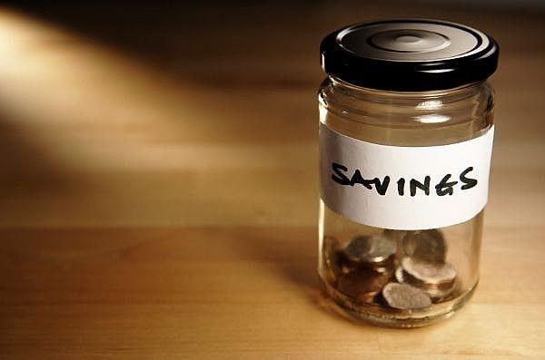 Tiết kiệm tiền bạc không giúp bạn giàu có