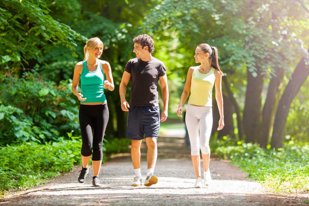 Đi bộ rèn luyện sức khỏe