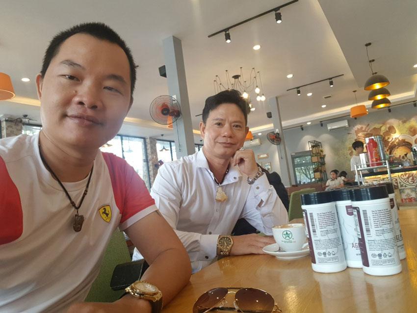 Cà phê với anh bạn lâu năm để trao đổi cơ hội làm ăn